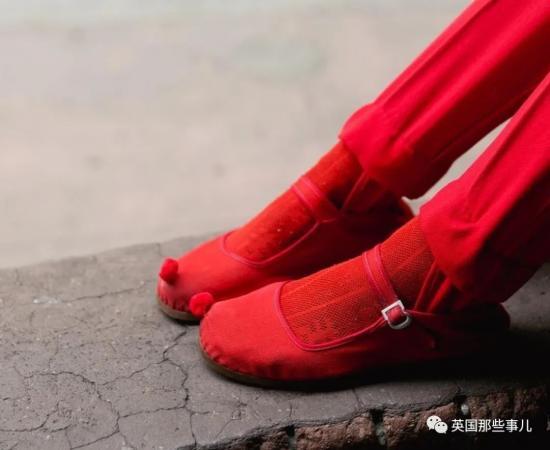 她們專拍國外中國城裏的亞裔爺爺奶奶們,老年時尚秀都很有範兒呀